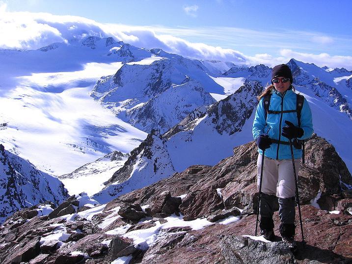 Foto: Andreas Koller / Wander Tour / Über den Tiefenbachferner auf die Innere Schwarze Schneide (3370m) / Am S-Grat gegen Mittelbergferner und Wildspitze (2774 m) / 10.11.2008 22:43:06