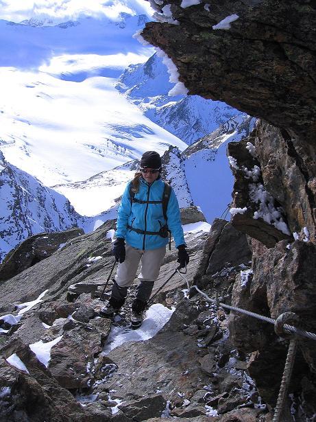 Foto: Andreas Koller / Wander Tour / Über den Tiefenbachferner auf die Innere Schwarze Schneide (3370m) / Am versicherten S-Grat zur Inneren Schwarzen Schneide / 10.11.2008 22:41:53