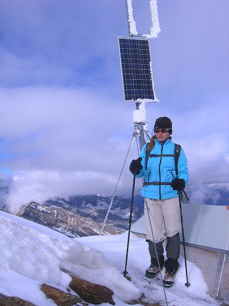 Foto: Andreas Koller / Wander Tour / Über den Tiefenbachferner auf die Innere Schwarze Schneide (3370m) / Solaranlage am Gipfel / 10.11.2008 22:38:55