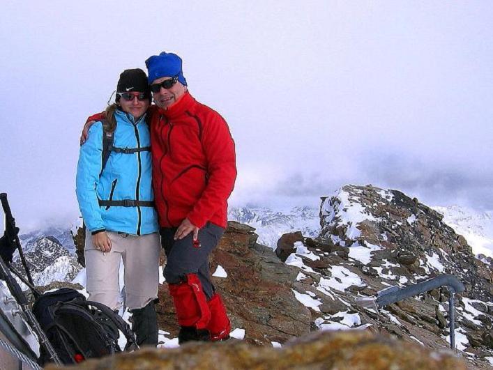 Foto: Andreas Koller / Wander Tour / Über den Tiefenbachferner auf die Innere Schwarze Schneide (3370m) / Gipfelfreuden auf der Inneren Schwarzen Schneide / 10.11.2008 22:38:38