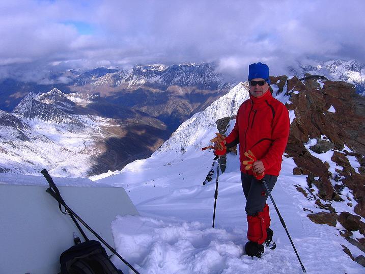 Foto: Andreas Koller / Wander Tour / Über den Tiefenbachferner auf die Innere Schwarze Schneide (3370m) / Blick von der Inneren Schwarzen Schneide nach NO ins Ötztal und zum Rettenbachferner / 10.11.2008 22:35:39