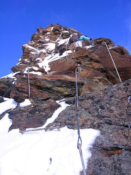 Foto: Andreas Koller / Wander Tour / Über den Tiefenbachferner auf die Innere Schwarze Schneide (3370m) / Der Steilaufschwung des S-Grats / 10.11.2008 22:34:49