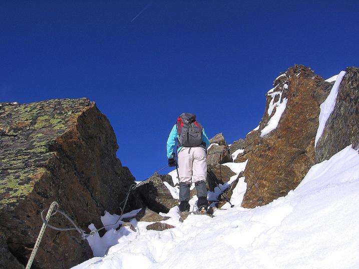 Foto: Andreas Koller / Wander Tour / Über den Tiefenbachferner auf die Innere Schwarze Schneide (3370m) / Abstieg am verschneiten S-Grat / 10.11.2008 22:33:54