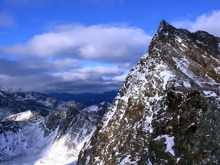 Foto: Andreas Koller / Wander Tour / Über den Tiefenbachferner auf die Innere Schwarze Schneide (3370m) / Blick vom Tiefenbach Joch auf den kecken Gipfel der Inneren Schwarzen Schneide / 10.11.2008 22:33:37