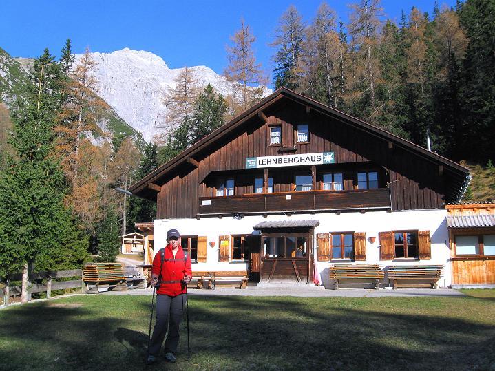 Foto: Andreas Koller / Klettersteig Tour / Klettersteig auf die Wankspitze (2219m) / Das Lehnberghaus mit Grünstein (2661 m) / 12.11.2008 01:14:32