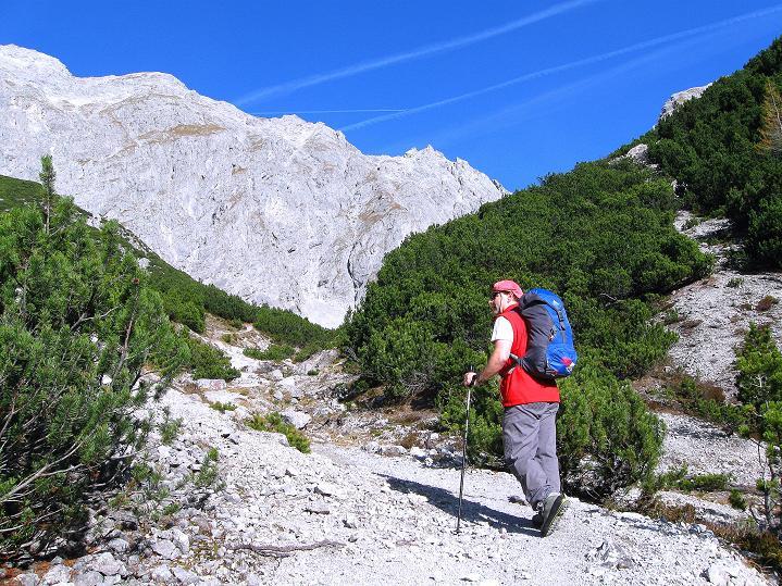 Foto: Andreas Koller / Klettersteig Tour / Klettersteig auf die Wankspitze (2219m) / Vom Lehnberghaus zur Hölle mit Blick auf die S-Wand des Grünstein (2661 m) / 12.11.2008 01:13:43