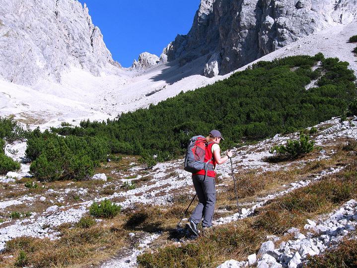 Foto: Andreas Koller / Klettersteig Tour / Klettersteig auf die Wankspitze (2219m) / Aufstieg aus der Hölle mit Blick zur Grünstein Scharte / 12.11.2008 01:11:54