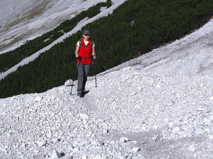 Foto: Andreas Koller / Klettersteig Tour / Klettersteig auf die Wankspitze (2219m) / Aufstieg über Schutt zum Stöttltörl / 12.11.2008 01:10:59