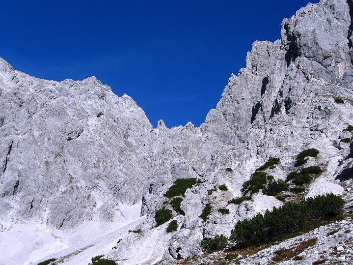 Foto: Andreas Koller / Klettersteig Tour / Klettersteig auf die Wankspitze (2219m) / Grünstein (2661 m) und Griesspitzen (2741 m) berühren scheinbar einander / 12.11.2008 01:10:37