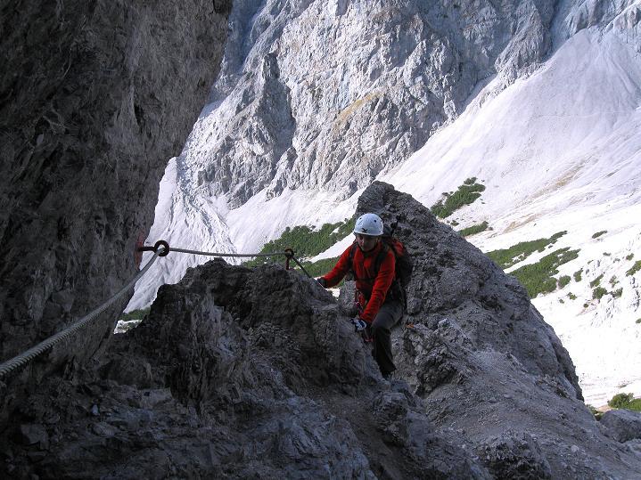 Foto: Andreas Koller / Klettersteig Tour / Klettersteig auf die Wankspitze (2219m) / In der exponierten W-Flanke / 12.11.2008 01:06:19