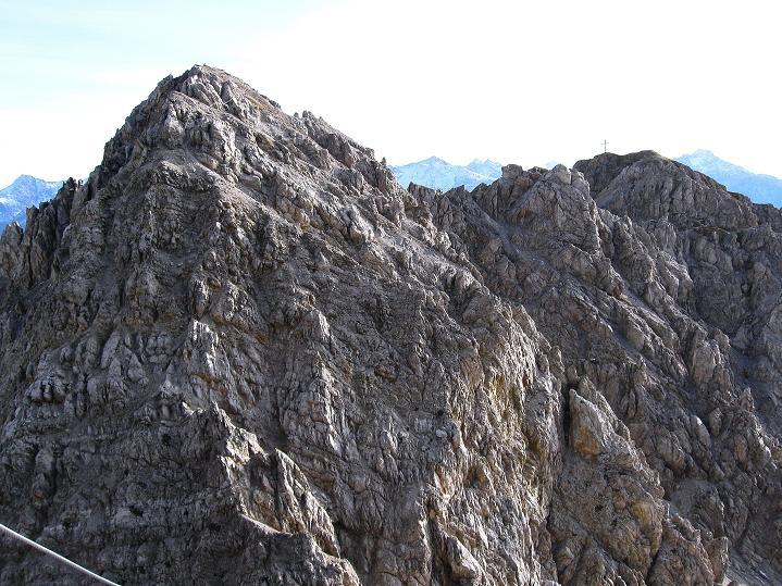 Foto: Andreas Koller / Klettersteig Tour / Klettersteig auf die Wankspitze (2219m) / Im Vordergund der höhere N-Gipfel der Wankspitze, rechts daneben der S-Gipfel mit Kreuz / 12.11.2008 01:02:20