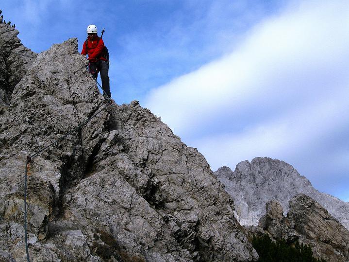 Foto: Andreas Koller / Klettersteig Tour / Klettersteig auf die Wankspitze (2219m) / Luftige Überschreitung einer Gratzacke / 12.11.2008 01:00:17
