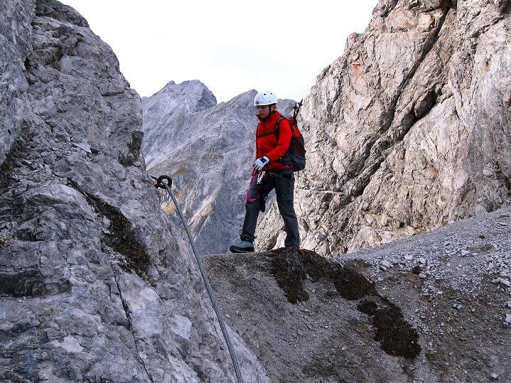 Foto: Andreas Koller / Klettersteig Tour / Klettersteig auf die Wankspitze (2219m) / Kleine Scharte vor der Südlichen Wankspitze / 12.11.2008 00:59:46