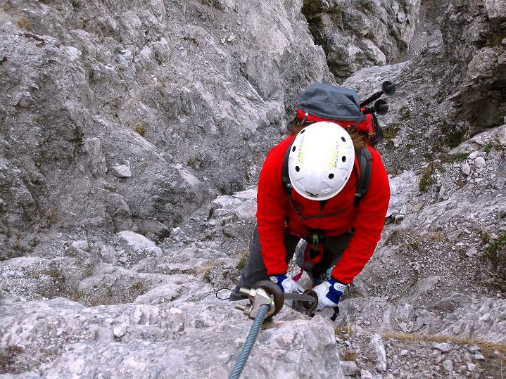 Foto: Andreas Koller / Klettersteig Tour / Klettersteig auf die Wankspitze (2219m) / Ein letzter sehr steiler und luftiger Aufschwung im brüchigen Fels / 12.11.2008 00:59:22