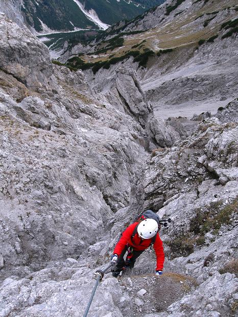 Foto: Andreas Koller / Klettersteig Tour / Klettersteig auf die Wankspitze (2219m) / Steiler Aufschwung zur Südlichen Wankspitze / 12.11.2008 00:58:46