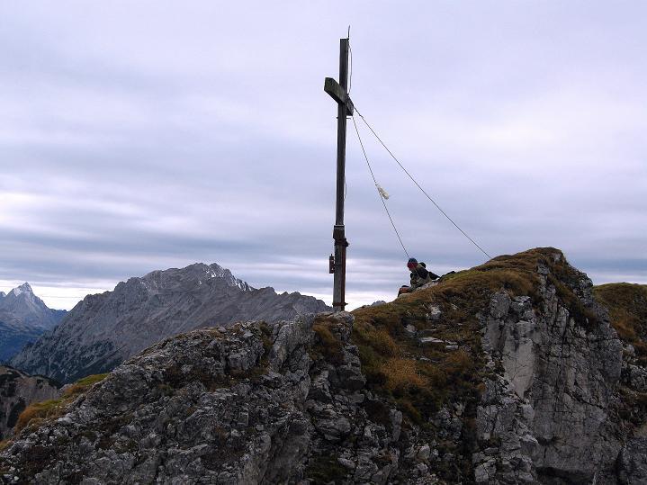 Foto: Andreas Koller / Klettersteig Tour / Klettersteig auf die Wankspitze (2219m) / Wankspitz-Gipfelkreuz und Wannig (2493 m) / 12.11.2008 00:56:22