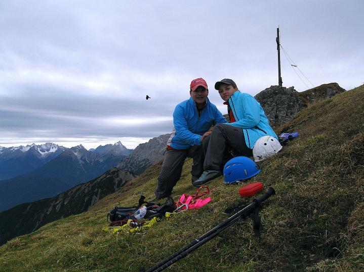 Foto: Andreas Koller / Klettersteig Tour / Klettersteig auf die Wankspitze (2219m) / Am grünen Gipfel der Südlichen Wankspitze mit Ausblick nach W zu den Lechtaler Alpen / 12.11.2008 00:55:10