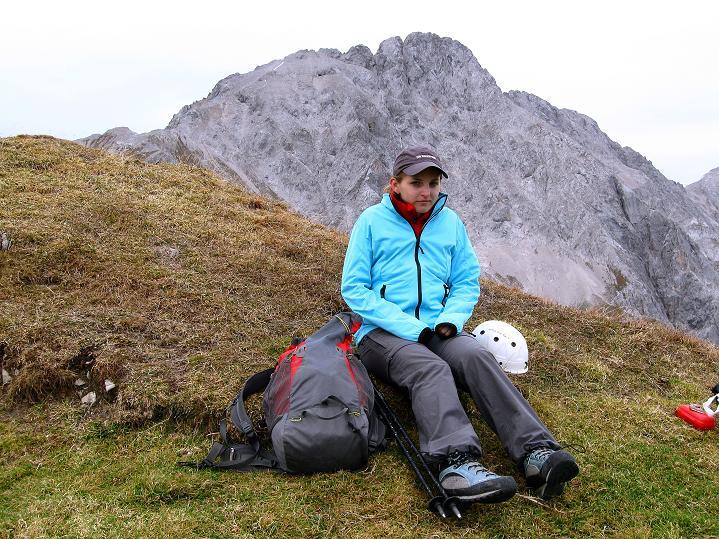 Foto: Andreas Koller / Klettersteig Tour / Klettersteig auf die Wankspitze (2219m) / Verdiente Rast am Gipfel mit Blick zu den Griesspitzen (2741 m) / 12.11.2008 00:54:39