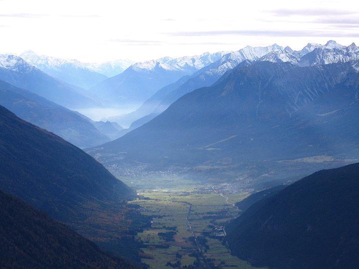 Foto: Andreas Koller / Klettersteig Tour / Klettersteig auf die Wankspitze (2219m) / Blick nach W ins Gurgltal / 12.11.2008 00:53:48