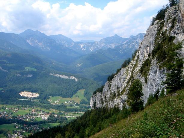 Foto: Manfred Karl / Klettersteig Tour / Mein Land – Dein Land Klettersteig / Ewige Wand, durch deren niedrigsten Teil ebenfalls ein netter Klettersteig führt / 13.11.2008 21:26:04