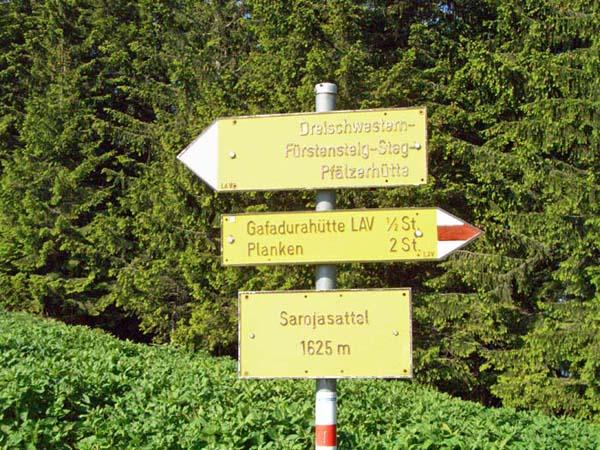 Foto: vince 51 / Wander Tour / Auf die Drei Schwestern / Wegweiser am Sarojasattel / 14.11.2008 22:02:30