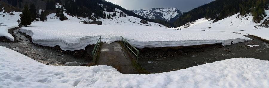 Foto: vince 51 / Schneeschuh Tour / Mit Schneeschuhen auf den Hohen Freschen / Blick auf die Vordere Garnitzaalpe / 20.11.2008 22:45:42