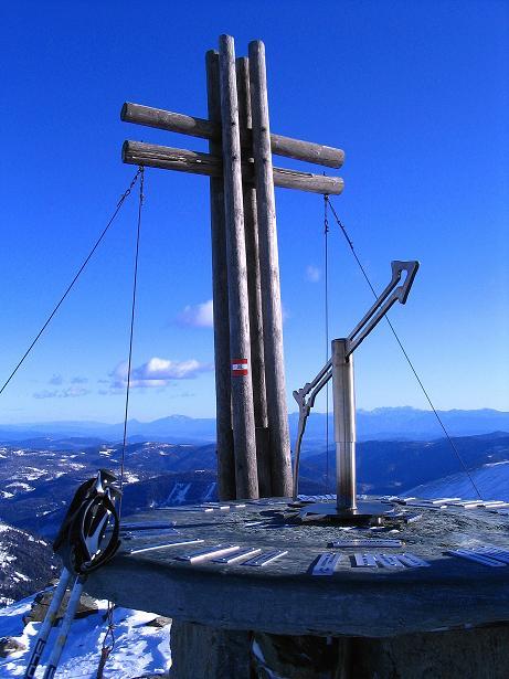 Foto: Andreas Koller / Ski Tour / Vom Falkertsee auf den Falkert (2308m) / Gipfelkreuz und Panoramatisch am Falkert / 24.11.2008 22:58:10