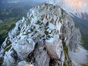 Foto: Datzi / Wander Tour / Rundtour von der Winterhöh ( Wildalpen) mit Anstieg zur Schaufelwand und Brandstein ( Biwak ) u.Abstieg über dem Teufelssee / Ein Blick von der  Schaufelwand. Diesen Bergrücken muss mann durchklettern / 06.12.2008 15:07:24
