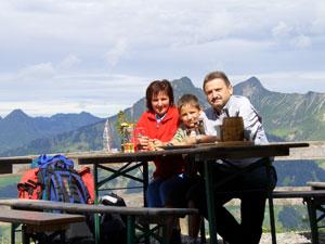 Foto: Datzi / Wander Tour / Rundtour im Gr. Walsertal auf die Rote Wand ( Biwak ) / Auf der Birnhornhütte beim Mittagsessen / 06.12.2008 18:36:57
