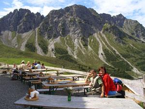Foto: Datzi / Wander Tour / Rundtour im Gr. Walsertal auf die Rote Wand ( Biwak ) / Blick zum Birnhorn ( rechte Spitze ) / 06.12.2008 18:37:05