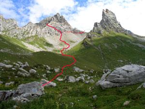 Foto: Datzi / Wander Tour / Rundtour im Gr. Walsertal auf die Rote Wand ( Biwak ) / Der Weg von der Oberern Laguzalpe mit Blick zur Roten Wand u. Rothorn (rechts) / 06.12.2008 18:37:44