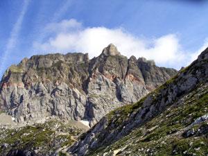 Foto: Datzi / Wander Tour / Rundtour im Gr. Walsertal auf die Rote Wand ( Biwak ) / Die Rote Wand mit Blick vom Abstieg zum Formarinesee / 06.12.2008 18:39:15