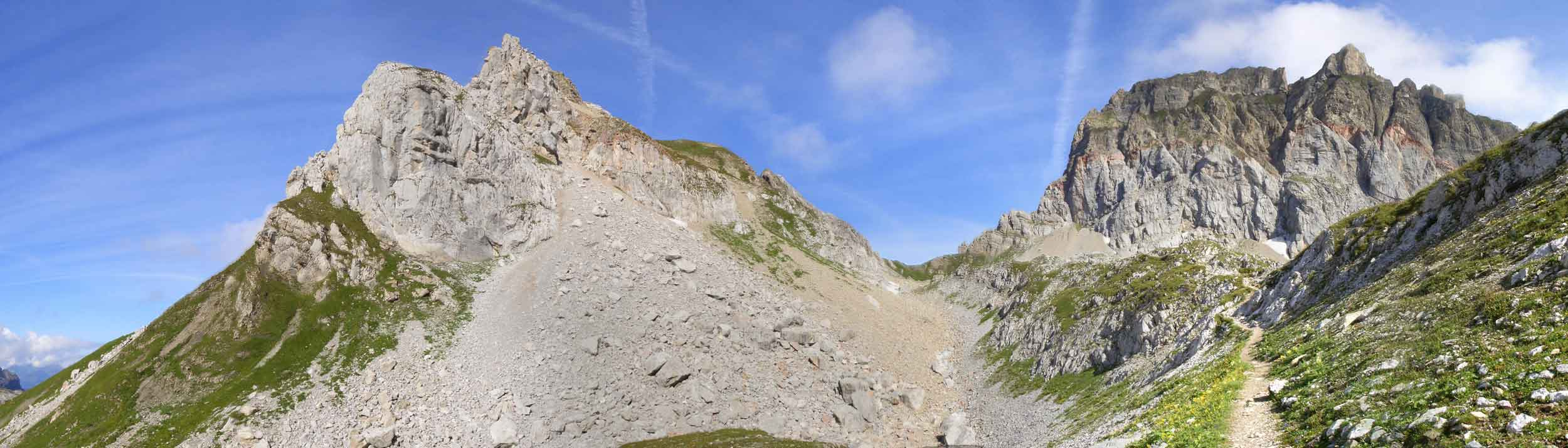 Foto: Datzi / Wander Tour / Rundtour im Gr. Walsertal auf die Rote Wand ( Biwak ) / Blick vom Abstieg zum Formarinesee zum Rothorn und Roten Wand / 06.12.2008 18:50:33