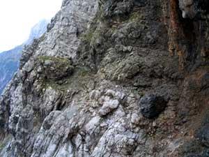 Foto: Datzi / Wander Tour / Rundtour am Steineren Meer über den Hochseiler ( Biwak ) - Brandhorn und Selphorn / Ausgesetzte Stellen beim Aufstieg in denTeufelslöchern / 07.12.2008 18:37:30