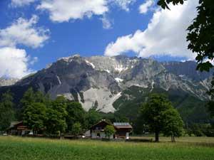 Foto: Datzi / Klettersteig Tour / Rundtour 2. Tage über die Hohe Gamsfeldspitze zur Scheichenspitze ( Biwak ) / Blick von der Ramsau / 08.12.2008 08:30:49