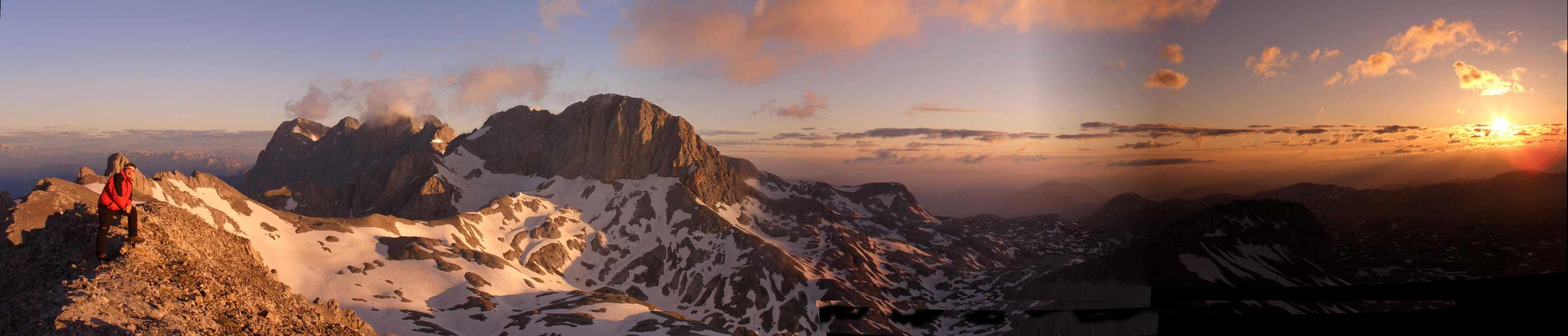 Foto: Datzi / Klettersteig Tour / Rundtour 2. Tage über die Hohe Gamsfeldspitze zur Scheichenspitze ( Biwak ) / Sonnenaufgang auf der Scheichenspitze ( Blick zum Dachstein u. Koppenkarstein- links der Ramsauer Klettersteig) / 07.12.2008 20:52:30