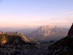 Foto: Datzi / Wander Tour / Rundtour über das Gr. Tragl ( Biwak ) und Hochkasten / Blick vom Jungbauernkreuz zum Grimming / 08.12.2008 12:29:40