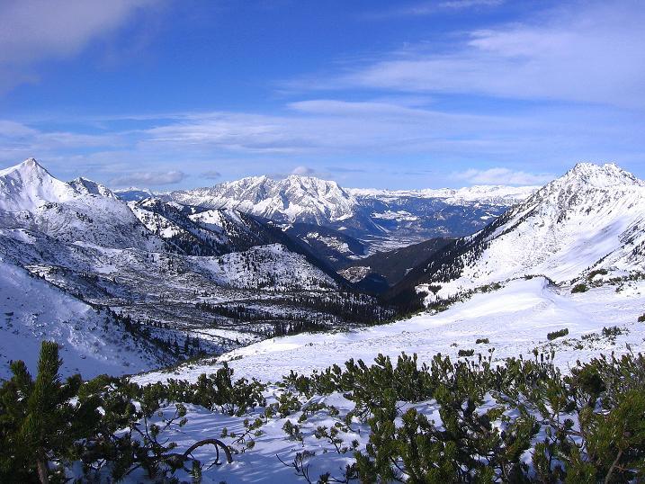 Foto: Andreas Koller / Ski Tour / Vom Plannerkessel in den Gullinggraben (2054m) / Blick nach N zum Grimming (2351 m) und zum Toten Gebirge / 15.12.2008 01:40:05