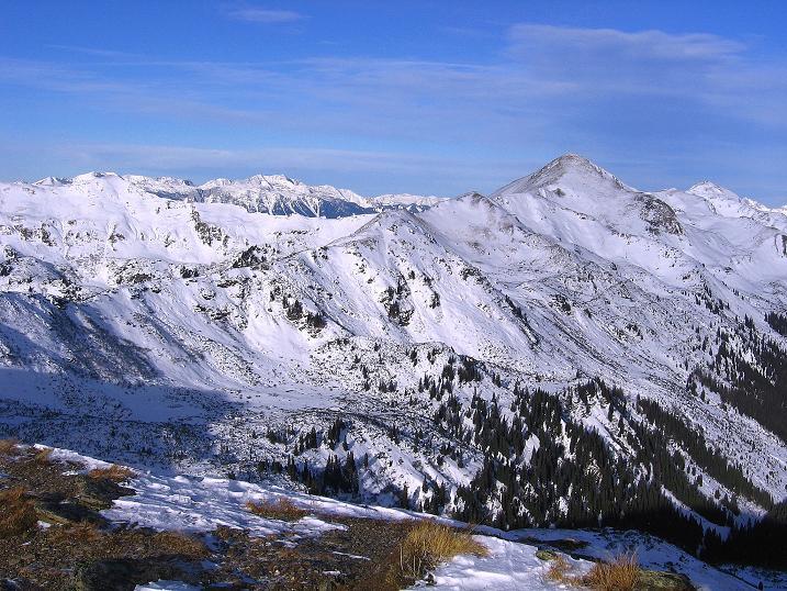 Foto: Andreas Koller / Ski Tour / Vom Plannerkessel in den Gullinggraben (2054m) / Blick nach NO zum Hochrettelstein (2220 m) und zum Toten Gebirge / 15.12.2008 01:32:00