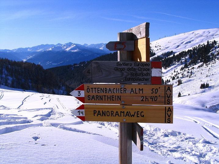 Foto: Andreas Koller / Ski Tour / Anfängertour auf den Spieler (2080m) / Wegweiser im Sattel / 15.12.2008 02:21:13
