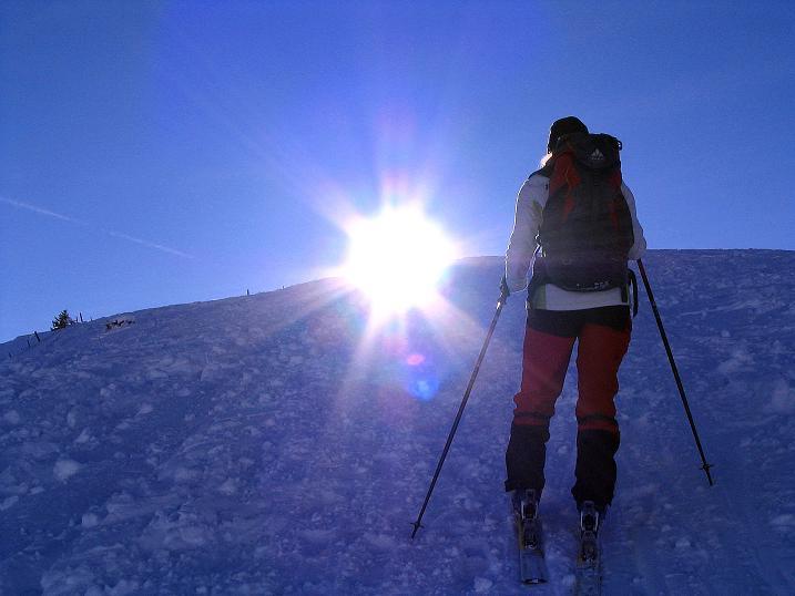 Foto: Andreas Koller / Ski Tour / Anfängertour auf den Spieler (2080m) / Der Sonne und dem Gipfel entgegen / 15.12.2008 02:18:29