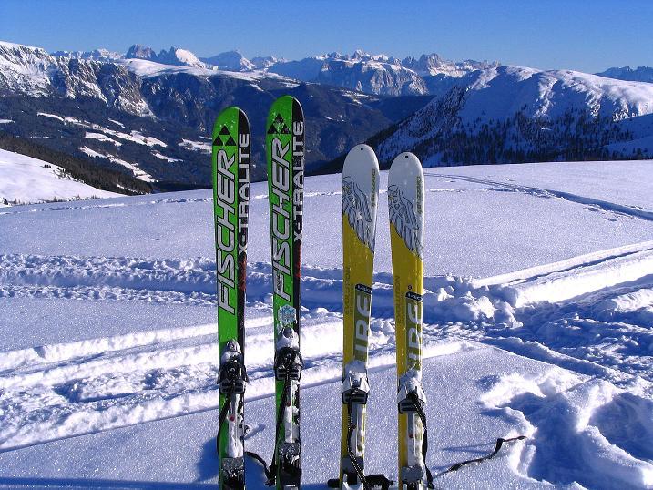 Foto: Andreas Koller / Ski Tour / Anfängertour auf den Spieler (2080m) / Blick vom Spieler in die Dolomiten / 15.12.2008 02:15:40