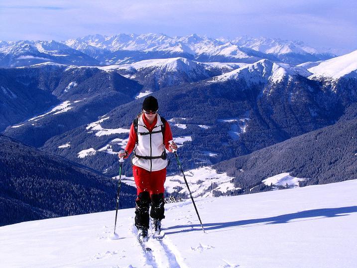 Foto: Andreas Koller / Ski Tour / Von Reinswald auf die Getrumspitze (2589m) / Weit reicht die Aussicht auch nach W bis zum Ortler (3905 m) / 15.12.2008 03:00:35