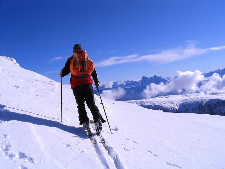 Foto: Andreas Koller / Ski Tour / Von Reinswald auf die Getrumspitze (2589m) / Der Langkofel (3181 m) wirkt imposant / 15.12.2008 02:58:43