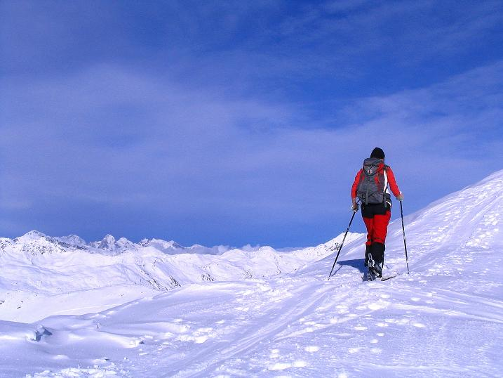 Foto: Andreas Koller / Ski Tour / Von Reinswald auf die Getrumspitze (2589m) / Vom Kamm reicht der Blick weit nach N / 15.12.2008 02:57:52