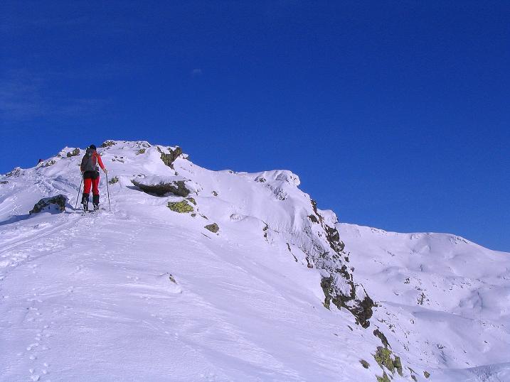 Foto: Andreas Koller / Ski Tour / Von Reinswald auf die Getrumspitze (2589m) / Ein Felsrücken führt zur Sättlespitze / 15.12.2008 02:57:24