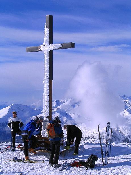 Foto: Andreas Koller / Ski Tour / Von Reinswald auf die Getrumspitze (2589m) / Sättlespitz-Gipfelkreuz / 15.12.2008 02:53:53