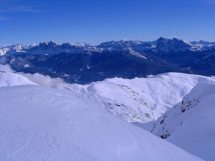 Foto: Andreas Koller / Ski Tour / Von Reinswald auf die Getrumspitze (2589m) / Blick von der Getrumspitze nach SO zu den Dolomiten / 15.12.2008 02:46:31