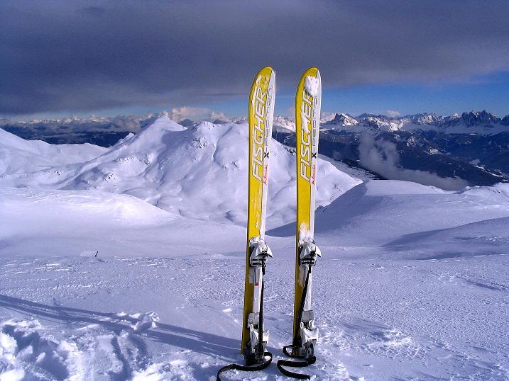Foto: Andreas Koller / Ski Tour / Von Reinswald auf die Getrumspitze (2589m) / Blick vom Blankenhorn zur Kassianspitze (2581 m) und den Dolomiten im Hintergrund / 15.12.2008 02:44:59