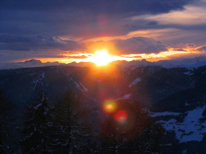 Foto: Andreas Koller / Ski Tour / Von Reinswald auf die Getrumspitze (2589m) / Sonnenuntergang über Reinswald und den Sarntaler Alpen / 15.12.2008 02:44:06